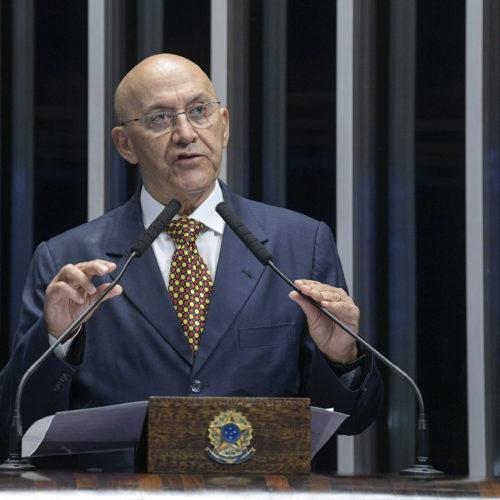 Confúcio Moura critica o preço das passagens aéreas para região Norte