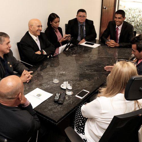 Prefeito e vereadores de Campo Novo de Rondônia visitam o senador Confúcio Moura