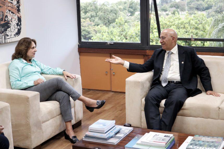 Senador Confúcio Moura e reitora da UnB, Márcia Abrahão, discutem mecanismos de investimentos próprios voltados às universidades