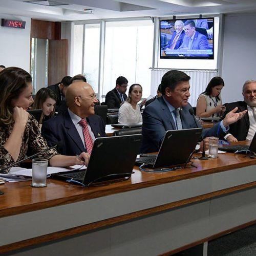 Confúcio Moura propõe licenciamento diferenciado para hidrelétricas