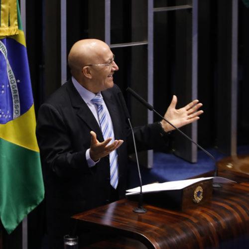 Senador Confúcio Moura elogia manifestação a favor da educação