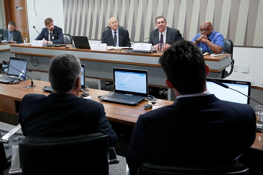Reciclagem de lixo eletrônico foi tema de audiência requerida pelo senador Confúcio Moura