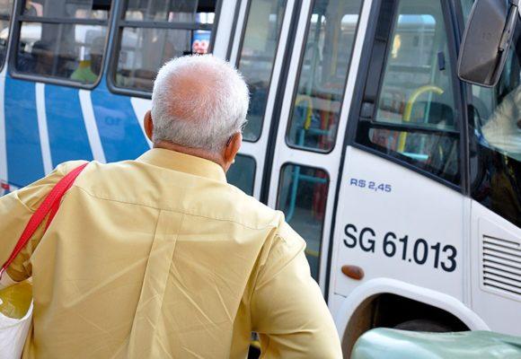 Idosos poderão ter isenção de taxas de terminais de ônibus e de pedágio