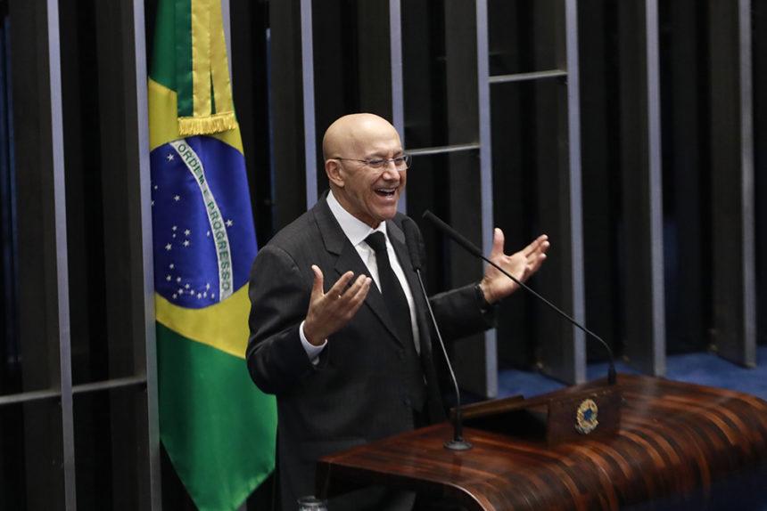 Senador Confúcio chama a atenção para a realidade brasileira da educação