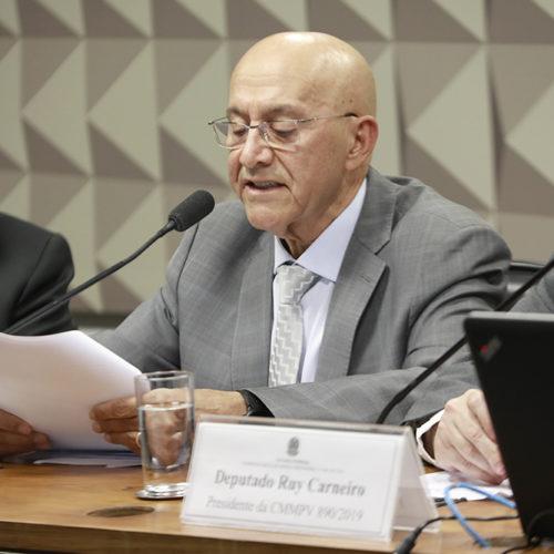 Confúcio Moura apresenta relatório de instalação do programa Médicos pelo Brasil, que suprime a falta de profissionais nas regiões menos favorecidas