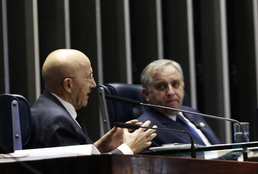Confúcio Moura apresenta emenda à constituição que define a educação como vetor do progresso econômico