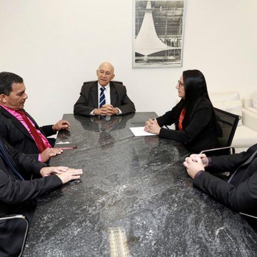 Prefeita de Campo Novo apresenta demandas do município ao senador Confúcio