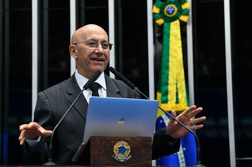 Confúcio Moura defende reforma da educação