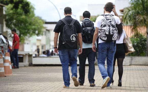 IBGE aponta que 74,4% municípios nomeiam os gestores escolares por indicação política