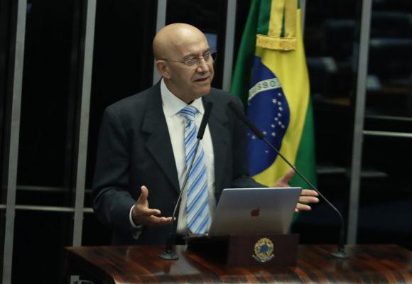 """""""Falta de saneamento tem muito a ver com educação e pobreza"""", afirma senador Confúcio Moura"""