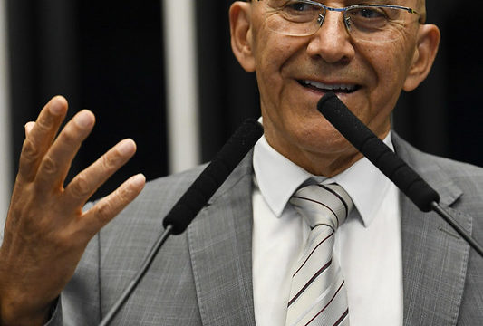 Confúcio Moura apresenta PEC que institui o Fundo Nacional de Responsabilidade por poluição causada por incidentes com hidrocarbonetos
