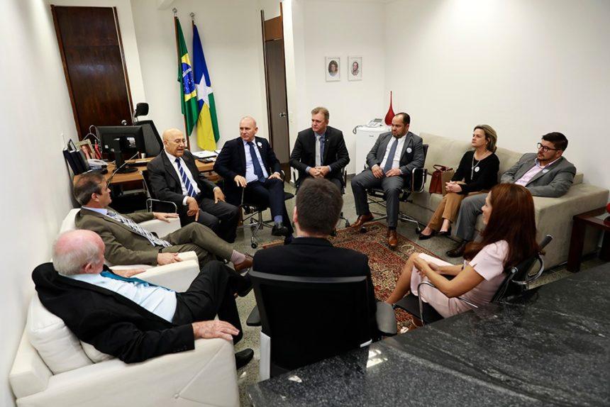 Escola do Legislativo de Vilhena recebe apoio do senador Confúcio Moura