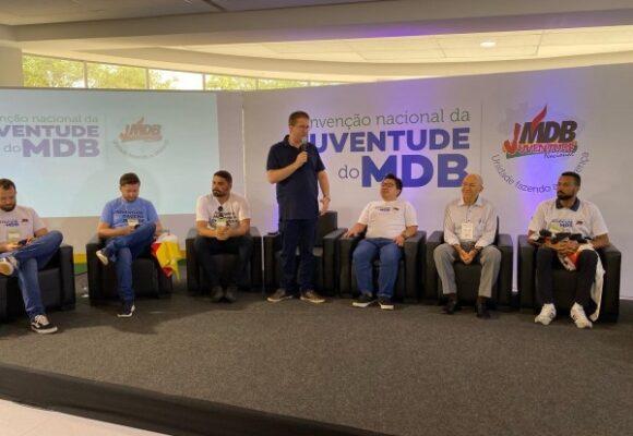 Senador Confúcio Moura, ao comentar encontro das tendências do MDB, diz que é a hora dos mais velhos deixarem os novos chegarem; ele disse que o ambientalismo bem feito não tira votos