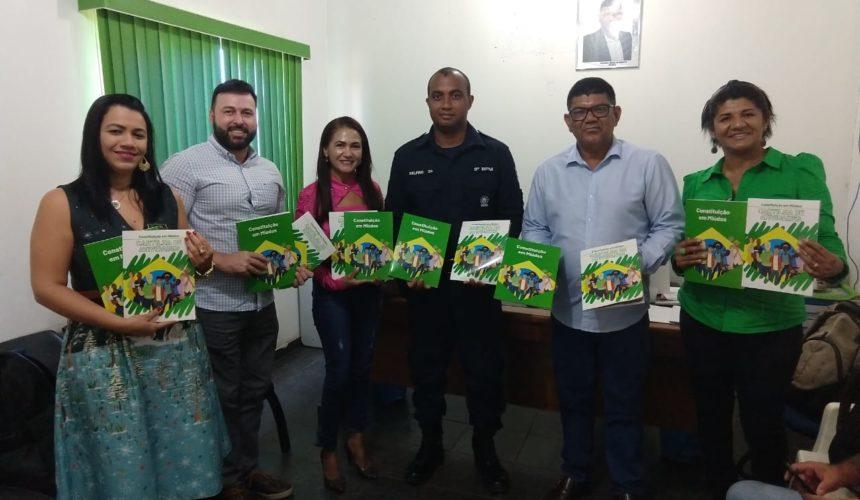 Lucivaldo Fabrício, prefeito de Candeias do Jamari, e Cabo Delfino, comandante da futura Polícia Militar Mirim