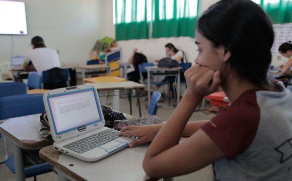 Confúcio Moura defende a universalização da internet nas escolas públicas e lamentaque ano letivo de 2020esteja comprometido