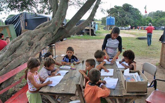 Escolas do MST – Movimento Sem Terra (comunitárias)