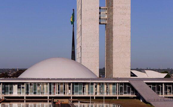 Em 7 de setembro, senadores se dividem entre elogios e críticas ao governo