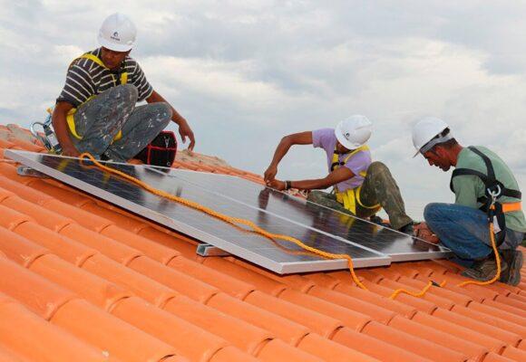 Projeto facilita compra de equipamentos de energia solar ou eólica para famílias de baixa renda