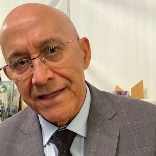 Confúcio Moura destina recursos para aquisição de motoniveladora para Cacoal